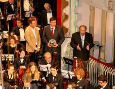 la banda de música otorga premios