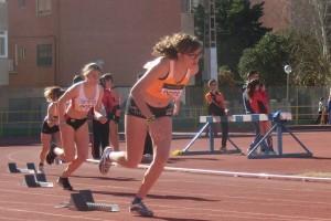 Los atletas en plena competición