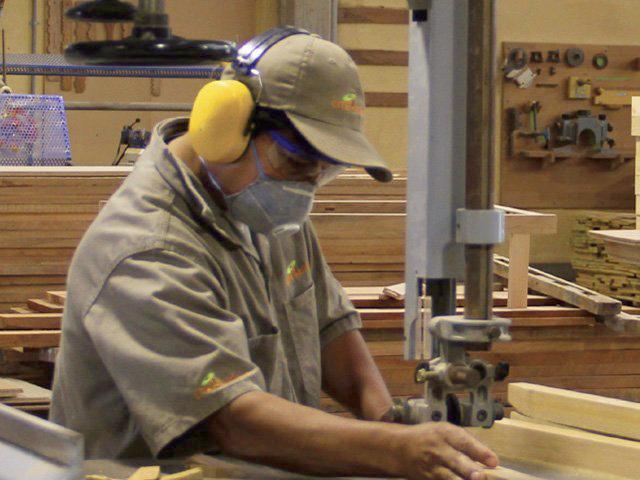 trabajador madera, yecla