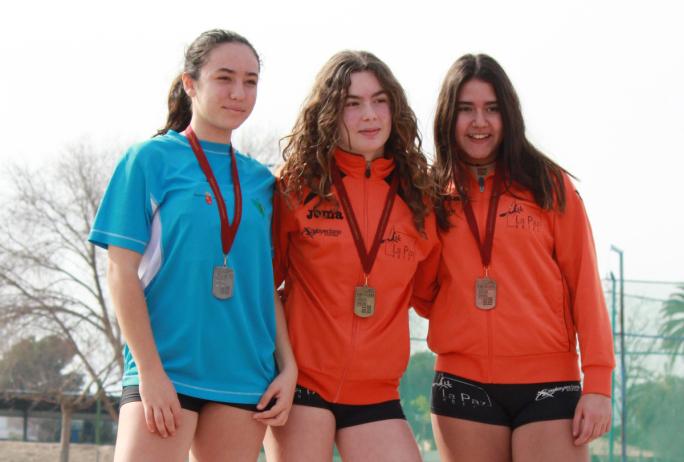 atletas infantil podio