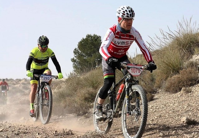 ciclistas yecla en caudete