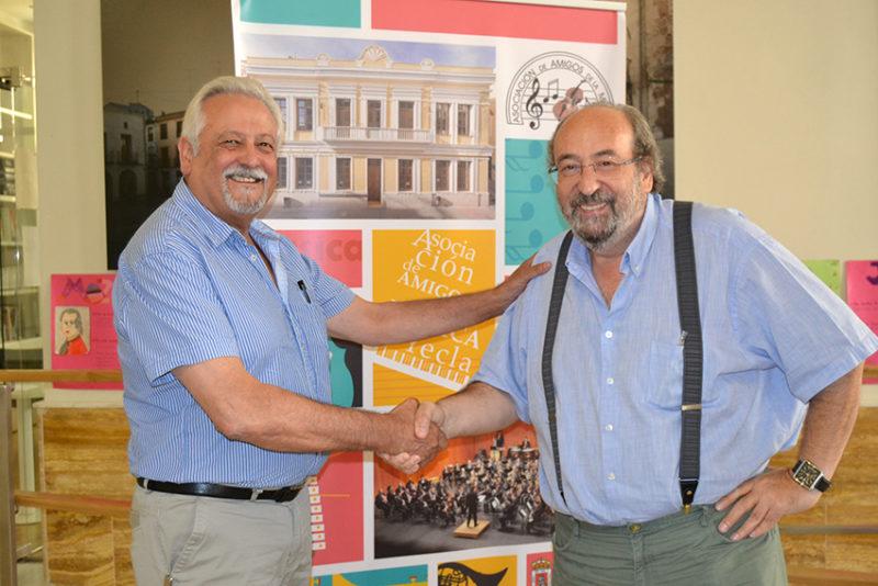 Francisco Muñoz y Amadeo García, presidente y ex presidente de la AAMY