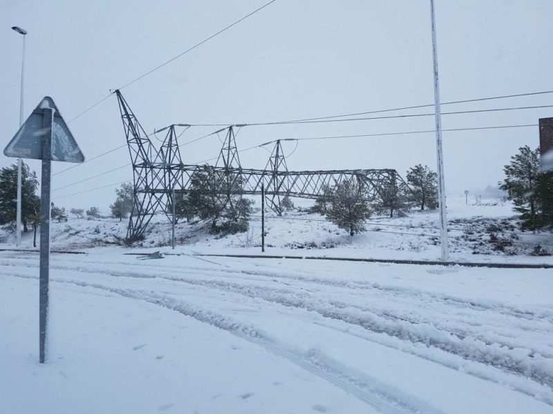 caida poste nieve foto meteoyecla