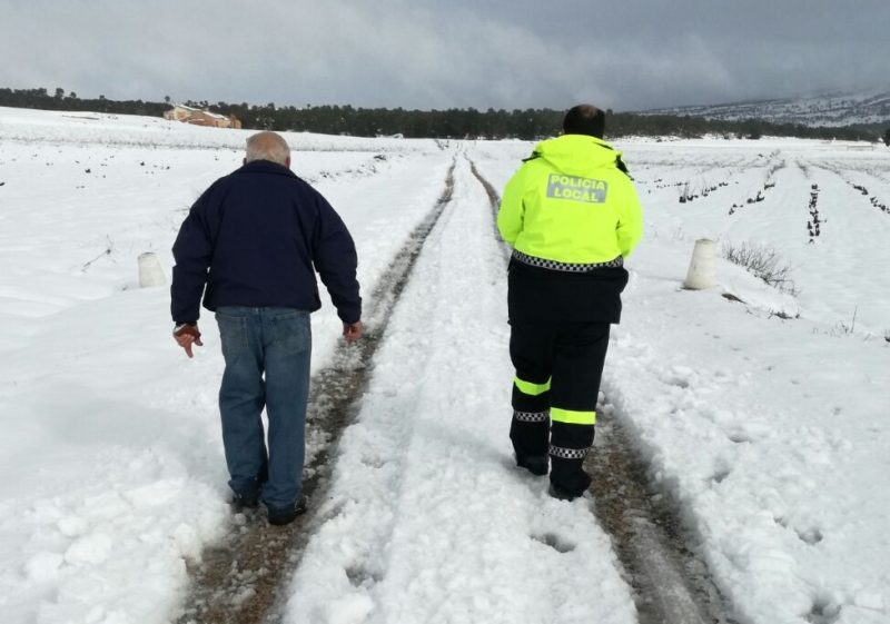 hombre nieve rescate alerta naranja