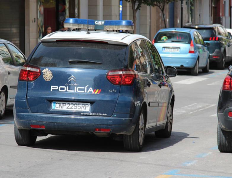 coche de la policía nacional detenidos