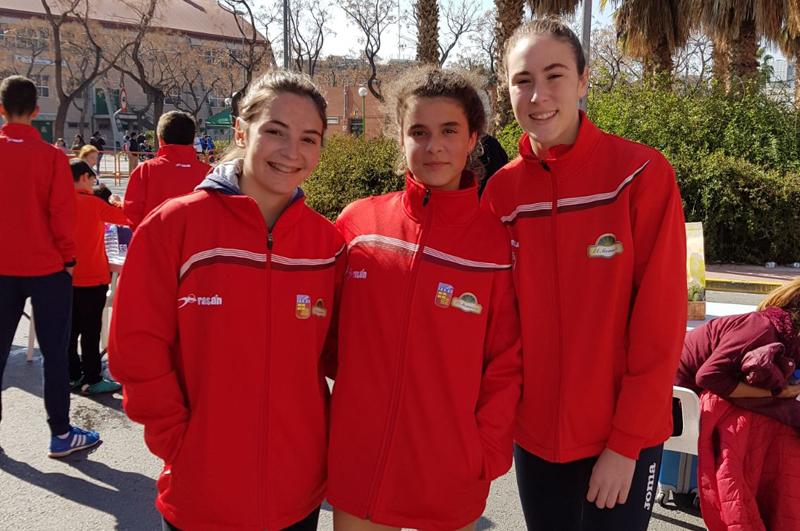 Silvia, Lucia y Sofia ada yeclano marcha