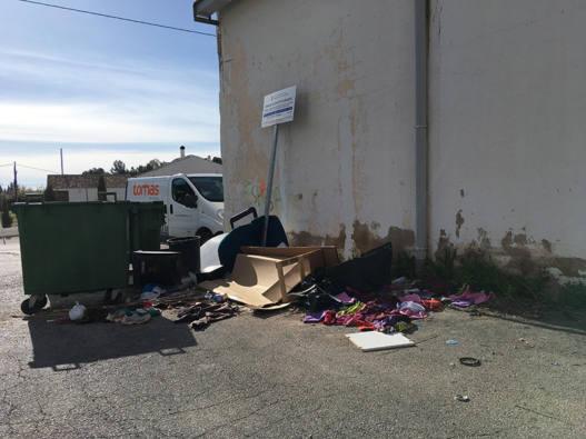 vertidos de basura en la calle