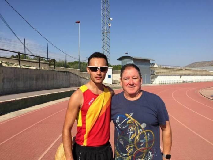Iván López junto a su entrenador marchador España