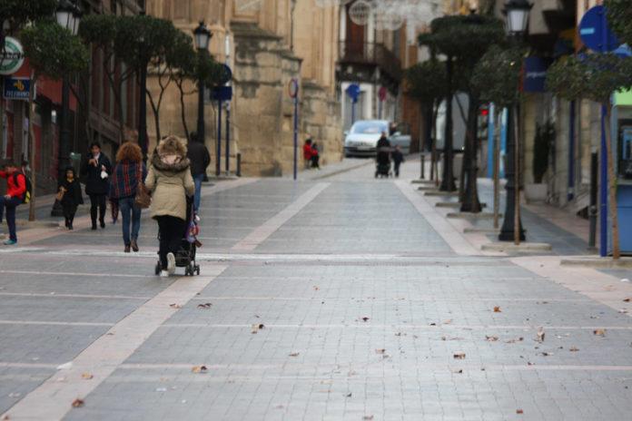 calle, gente, yeclanos sondeo cierre de los comercios