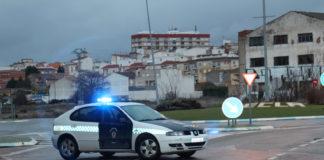 coche de la policía local controles robar un chalet