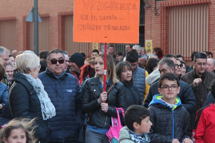 protestas en el colegio la paz contra sala de juego