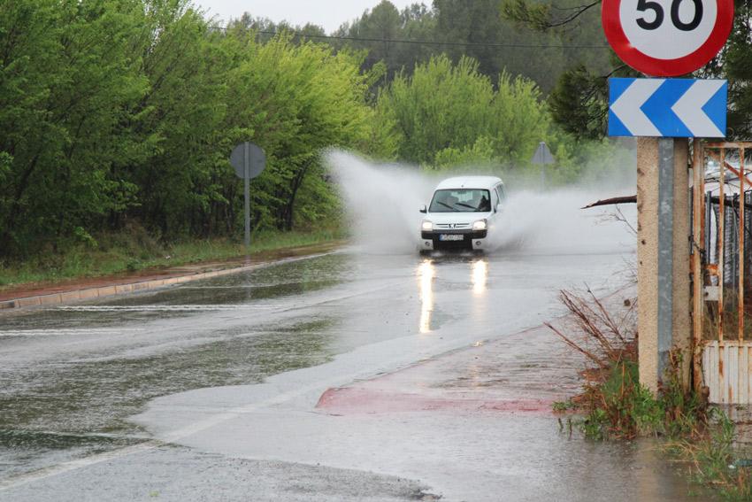 lluvias carretera agua