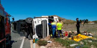 accidente tráfico camión volcar