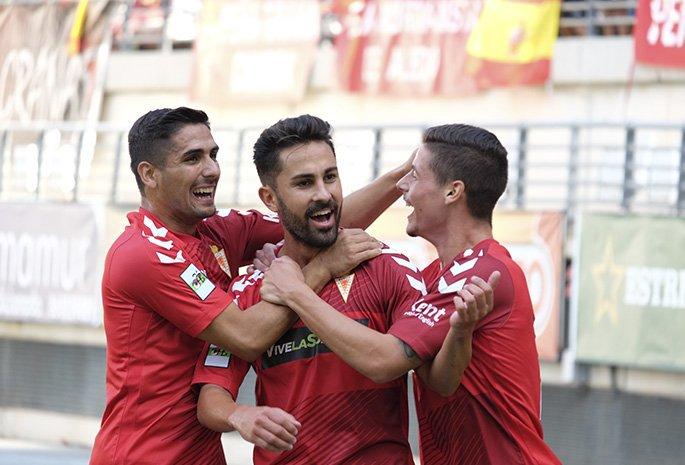 Javier Saura (en el centro) durante su etapa en el Real Murcia
