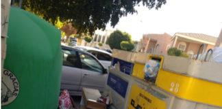 contenedores de reciclaje completamente llenos