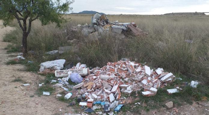 escombros tirados