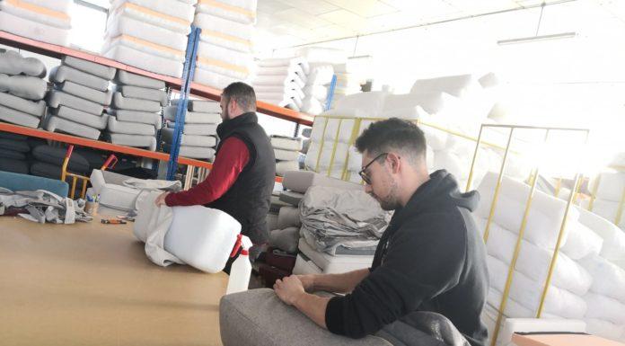 trabajador sofás cursos para desempleados