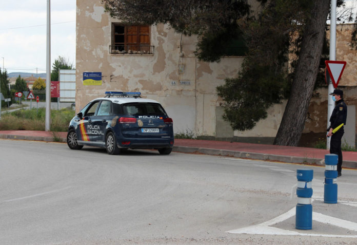 policia nacional detenido luces apagadas