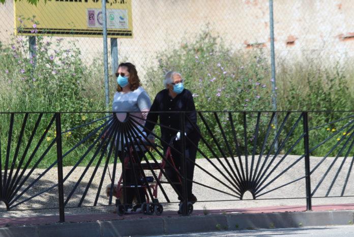 coronavirus calle mascarilla