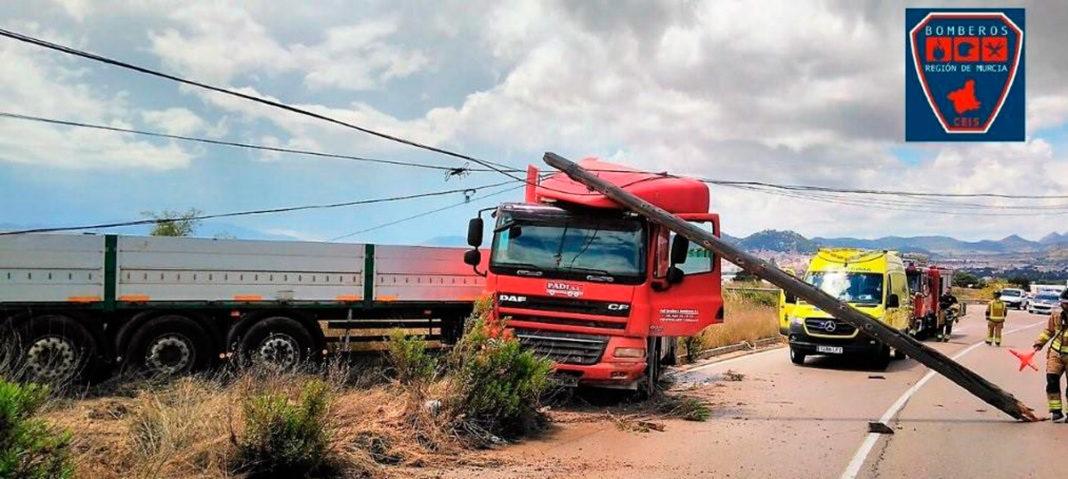 accidente camión poste