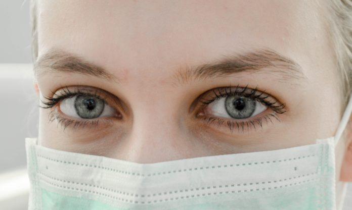 chicas covid enfermera