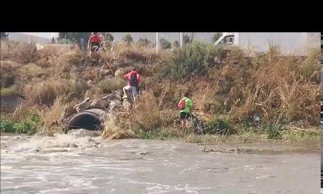 los chalveles salen de la inundación