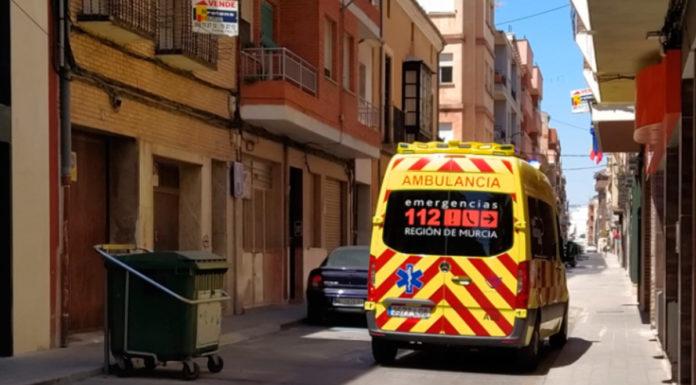 ambulancia en el centro de Yecla confinados