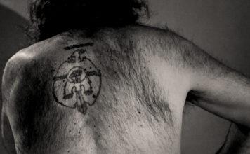 tatuaje espalda teo carpena abogados