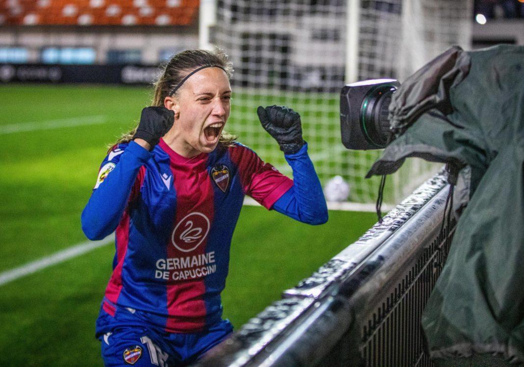 Eva Navarro celebra su gol. Foto: UD Levante - Teika