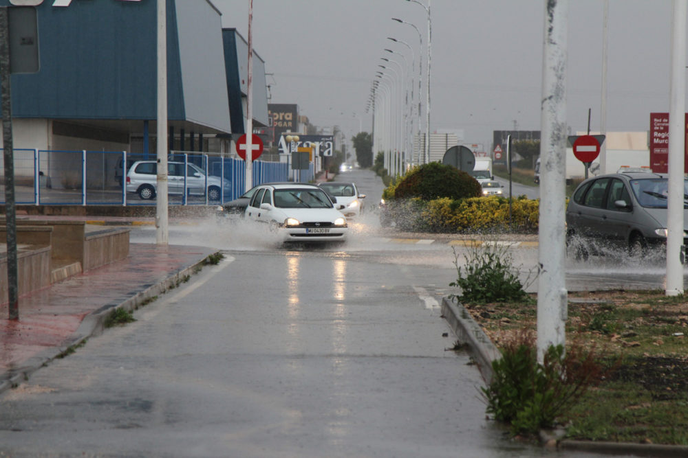 lluvia carretera de Villena