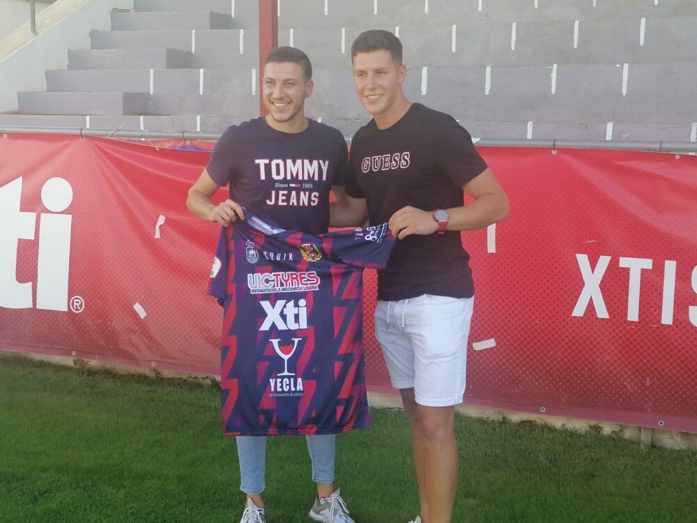 Juan Riquelme e Iván Martínez, nuevos futbolistas del Yeclano