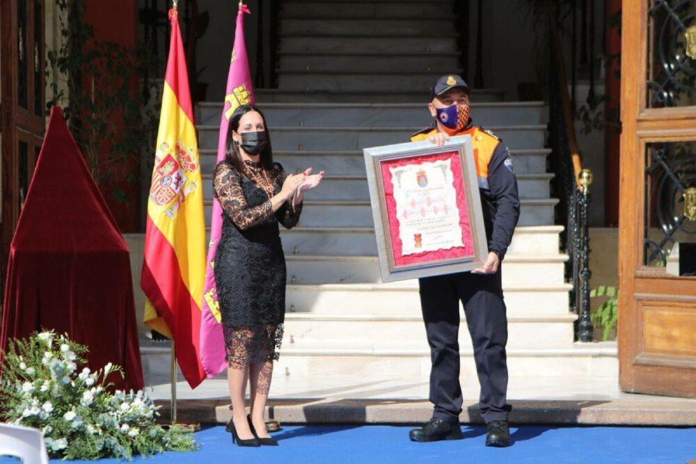 reme protección civil homenaje a la bandera
